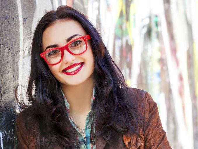 Tips De Maquillaje Para Mujeres Con Lentes Actitudfem