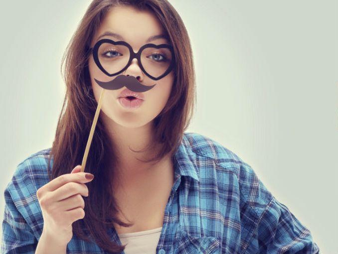 Cómo hacer bigotes de silicón para las fiestas patrias | ActitudFEM