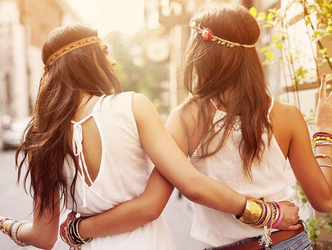 Resultado de imagen de dos amigas adolescentes