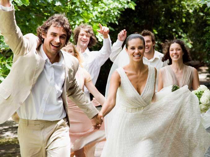 Reglas de etiqueta para asistir a una boda soyactitud for Boda en jardin como vestir