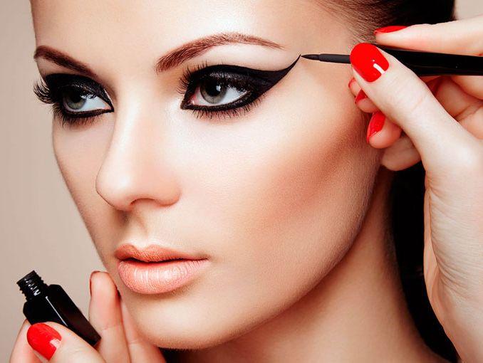 delineados de ojos maquillaje