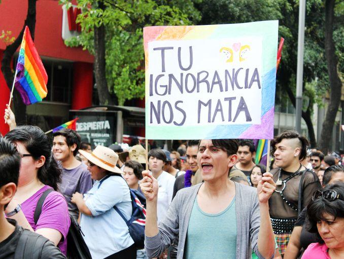 Los 15 mejores carteles de la marcha gay | ActitudFem