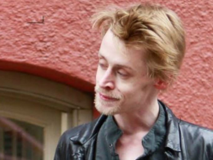 Macaulay Culkin aparece renovado y con cambio de look | ActitudFem