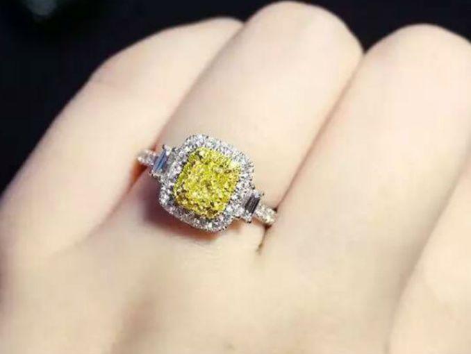e1689ccacbb3 Conoce los estilos en anillos de compromiso que triunfarán este 2018 ...