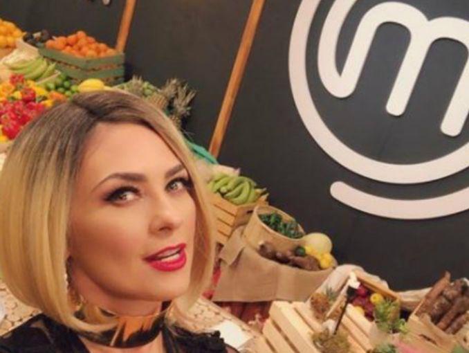 Critican a Aracely Arámbula por usar vestido con pronunciado escote [FOTOS — Instagram