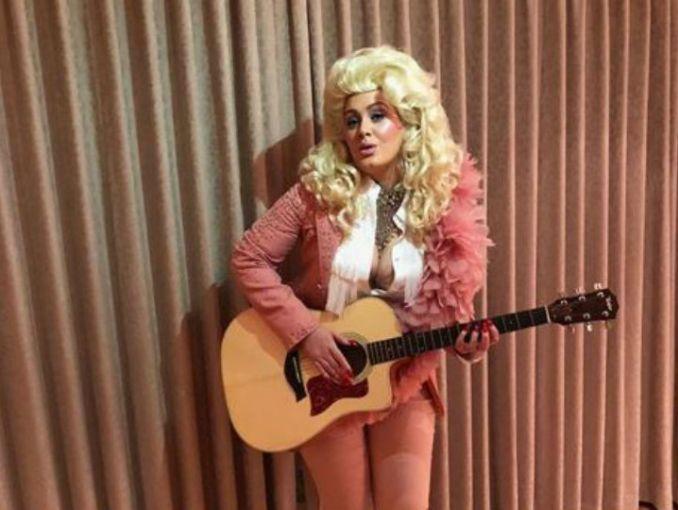 Adele celebró sus 30 en épica fiesta al estilo 'Titanic — FOTOS