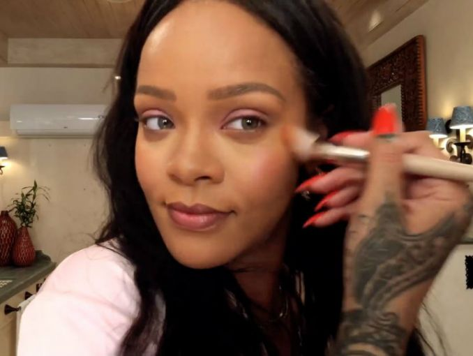 Rihanna mostró el vello de sus piernas y los fans enloquecieron