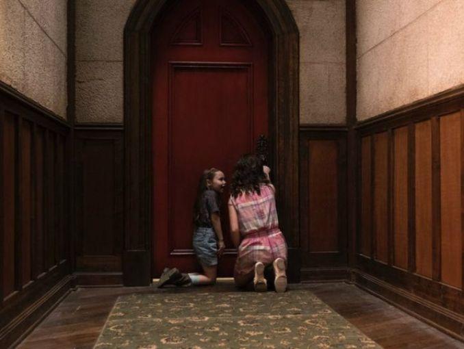 Resultado de imagen de puerta roja la maldicion de hill house