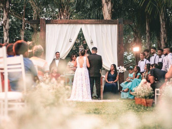 altar en una boda dentro de un patio